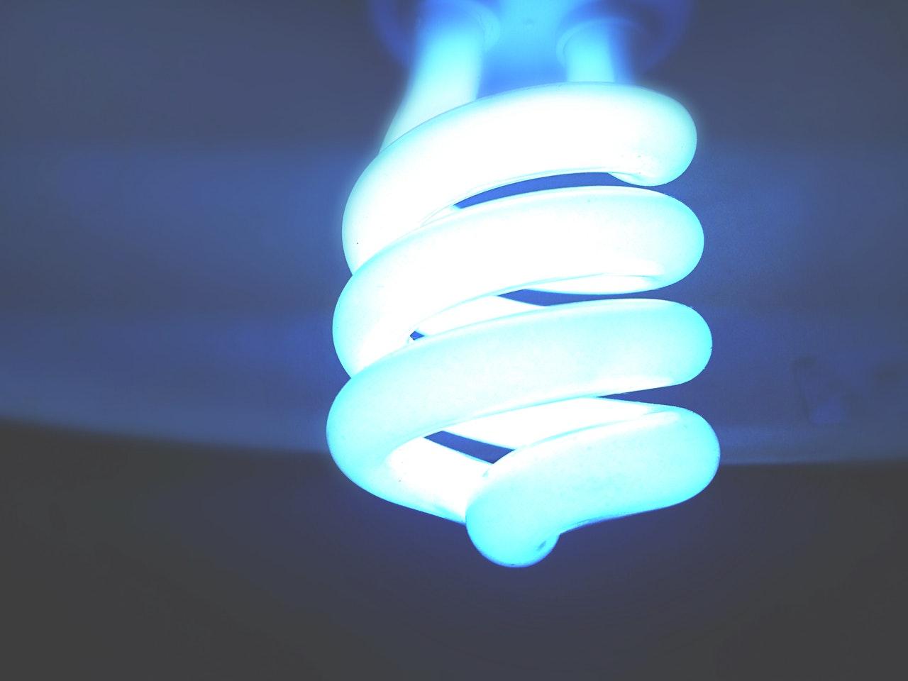 niebieska-lampa